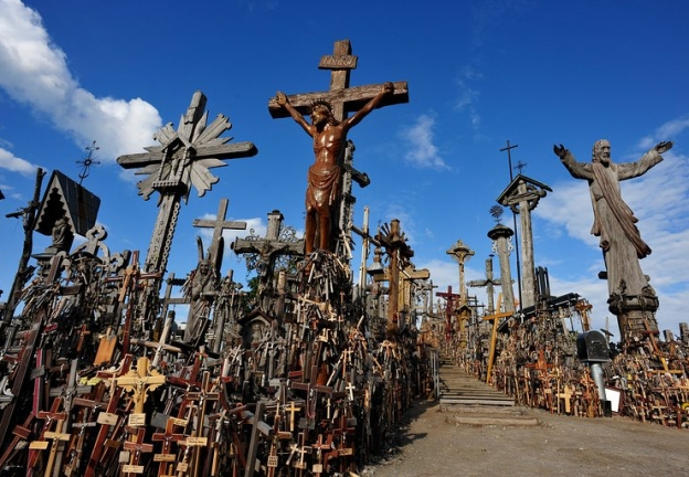 hill-of-crosses-lithuaniajpg-397.jpg